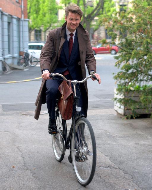 Gentleman-Cycling-Copenhagen-The-Journal-of-Style
