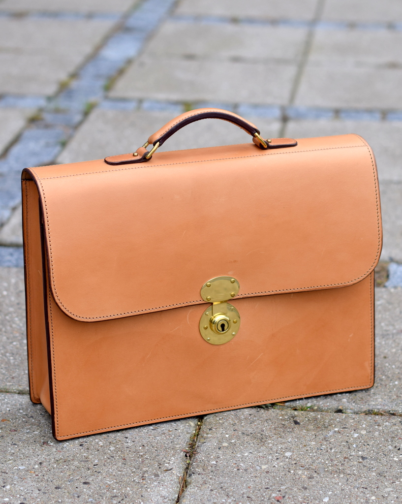 bespoke_briefcase_full_grain_leather_by_hans_oester_for_torsten_grunwald