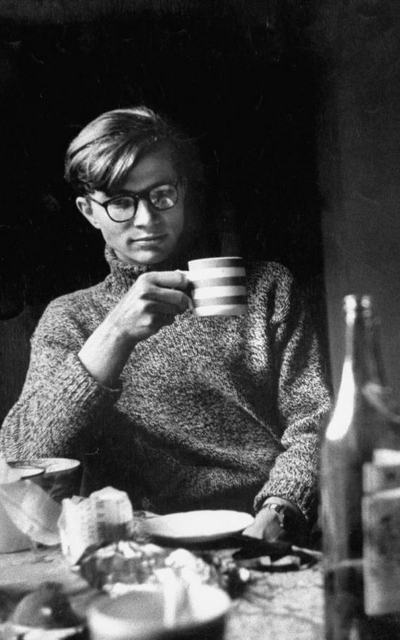 colin-wilson-drinking-tea-The-Journal-of-Style