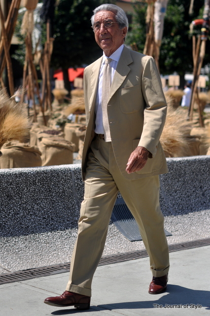 Pitti-Uomo-Summer-Beige-Suit-2012-by-The-Journal-of-Style