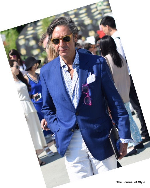You-talkin-to-me-Blue-Blazer-Floral-Shirt-Pitti-Uomo-The-Journal-of-Style