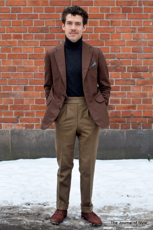 Rollneck_style_brown_jacket_tan_trousers_The-Journal_of_Style