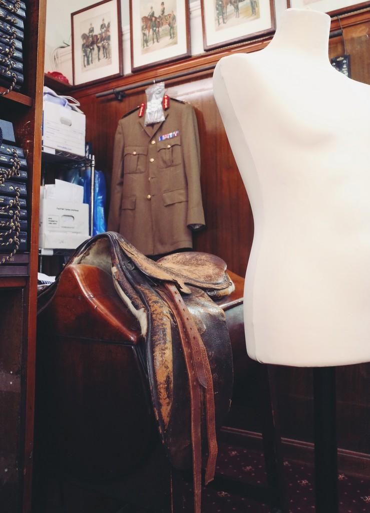 Saddle_hunting_jacket_fitting_by_Torsten_Grunwald